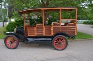 Profil Sjaya-Mobil-Ford tahun 1915 menggunakan ban mati