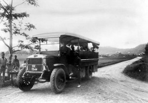 Profil Sjaya-bus Karo- Bis milik Deli Spoor di Brastagi 1900-1940
